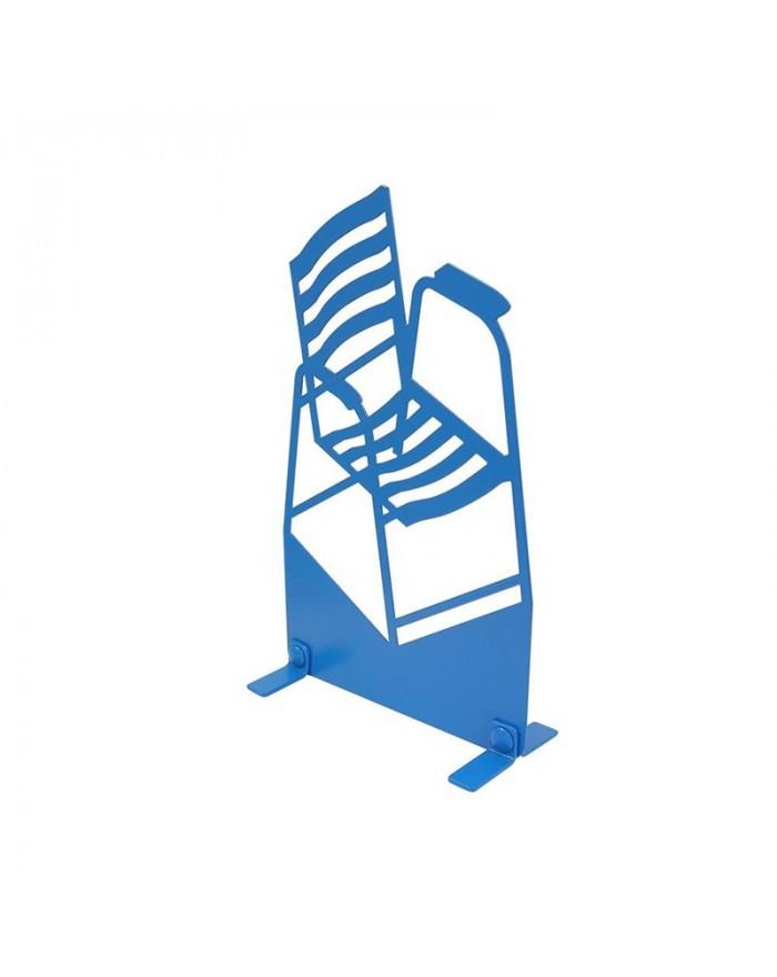 Chaise bleue sur pattes