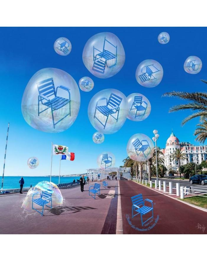 Parapluie Bulles - L'Arrivée des Chaises Bleues. Photo et infographie par Alchy : alchy.pro