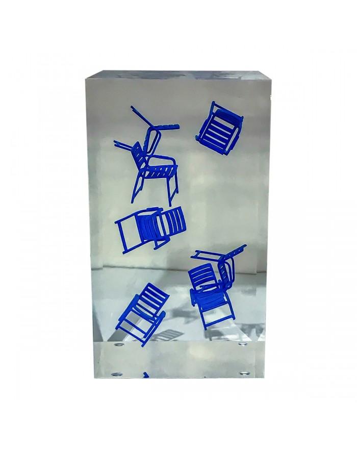 Inclusion grand pavé transparent avec 7 Chaises Bleues