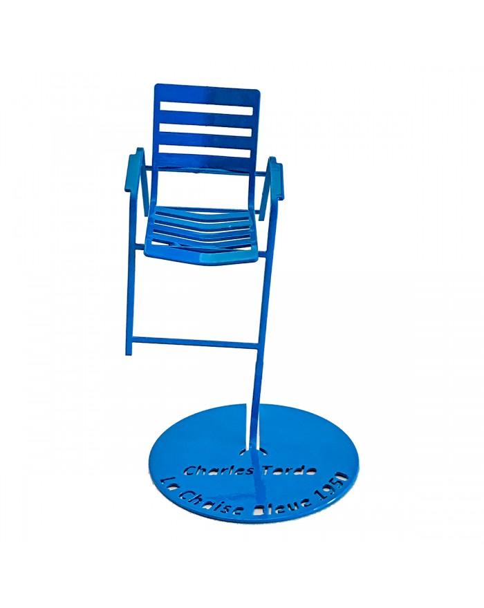 Chaise Bleue en suspension (vue de face)